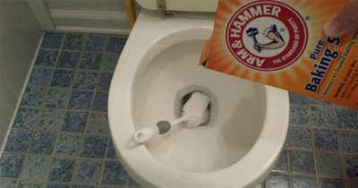 Bí quyết giữ bồn cầu sạch sẽ sáng bóng theo kinh nghiệm của phụ nữ Nhật